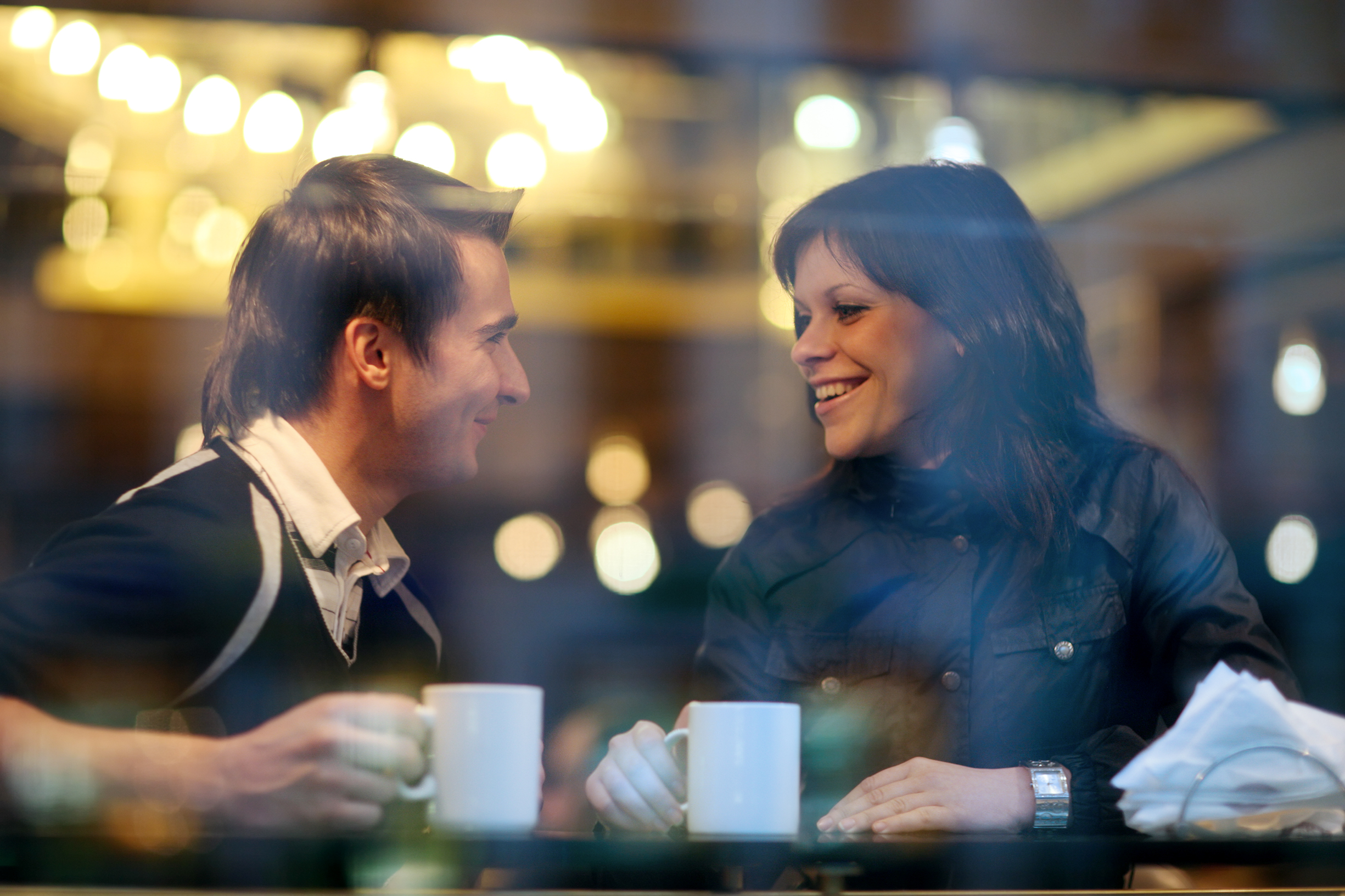 Секс в кафе на столике 8 фотография